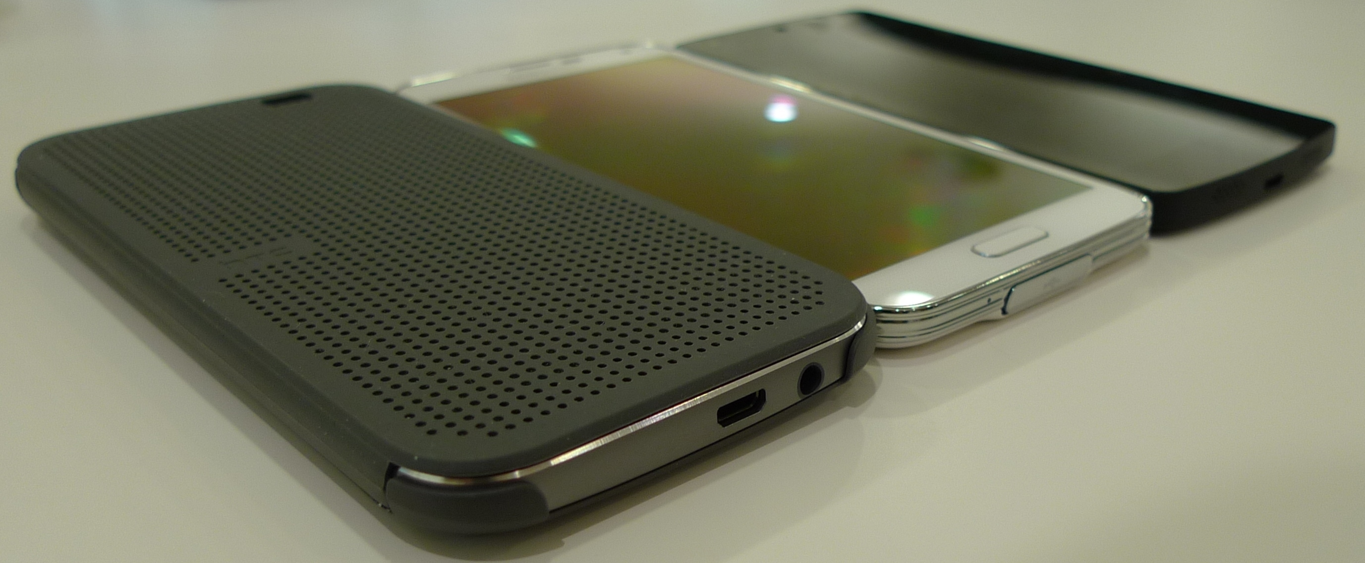 Bộ kết nối – S5 có khả năng chống nước và chứa cổng sạc dính