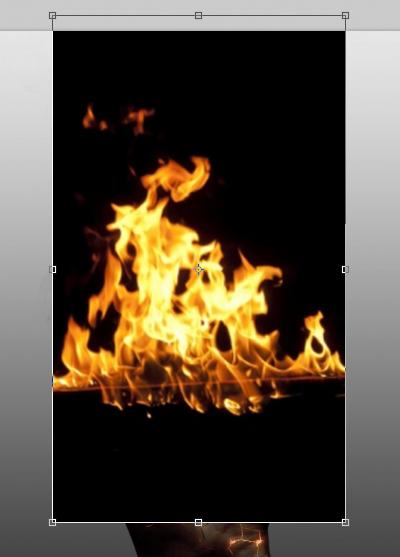 Sử dụng Move Tool để căn ngọn lửa