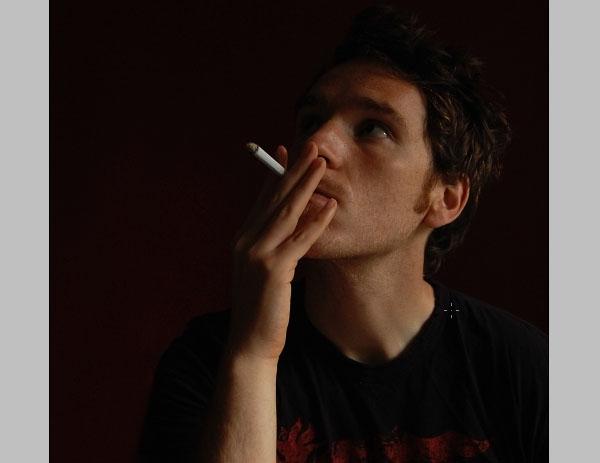 Mở hình ảnh người hút thuốc