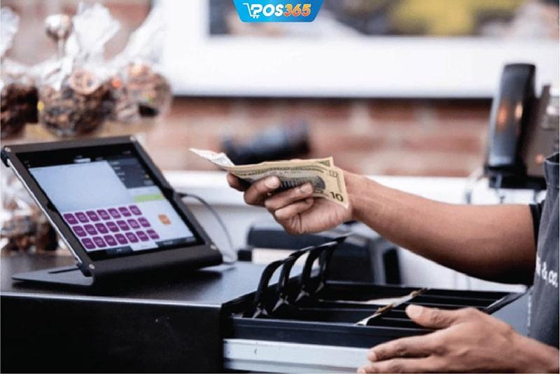Sử dụng hệ thống phần mềm POS365 giúp thao tác tính tiền nhanh chóng, chính xác